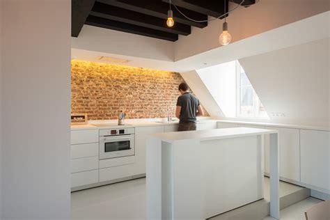 chambre sous les toits appartement sous combles comment créer une cuisine ou un
