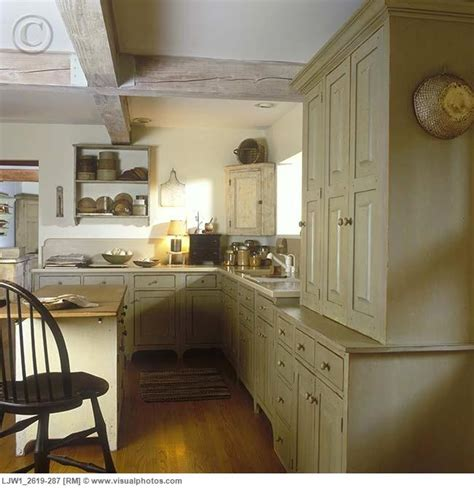 colonial style kitchen cabinets 1000 images about primitive farmhouse kitchen on 5533