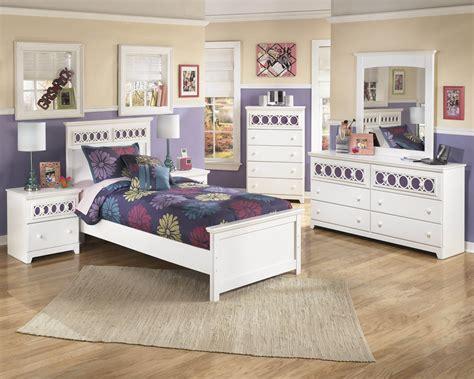Ashley 'zayley' White Bedroom Set