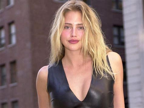 Estella Warren Profile  Hot Picture  Bio  Bra Size   Hot Starz