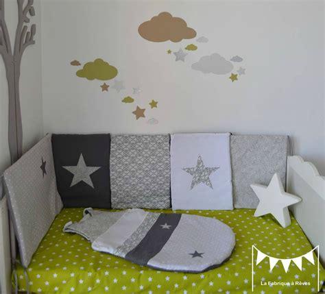 chambre gris clair chambre bebe jaune et vert