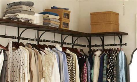 7 formas de organizar tu ropa si no tienes un closet imujer