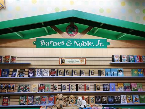 barnes and noble greenville sc barnes noble booksellers 16 reviews shops 1125
