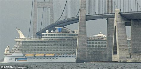 the size of the titanic compared to a modern cruise ship redditdayof