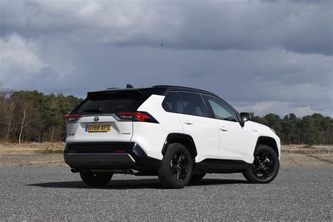 Toyota RAV4 Hybrid MPG & CO2 emissions | DrivingElectric