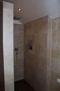 Dusche In Der Küche : badezimmer mit graffiti dekor platten und exklusiver badewanne ~ Watch28wear.com Haus und Dekorationen