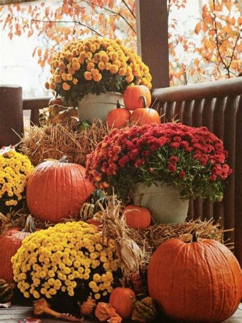 Fall Porch Displays 25 outdoor fall d 233 cor ideas that are easy to recreate