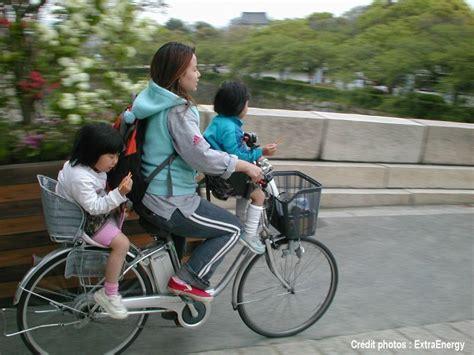 velo femme avec siege bebe le vélo en famille c 39 est mais comment transporter