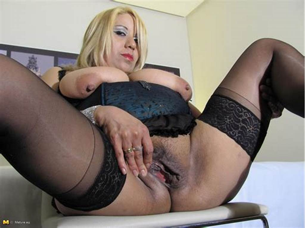 #Chubby #Mature #Slut #Playing #On #Her #Bed #With #Her #Pussy