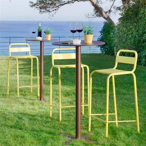 chaise haute exterieur 31 idées déco de mobilier de salon de jardin
