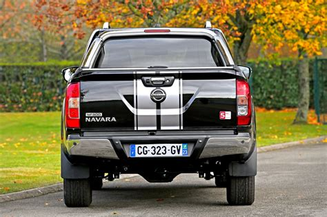 The nissan navara is packed full of features to support your work and play needs. Nissan Navara Premium Edition : 250 morceaux - Leblogauto.com