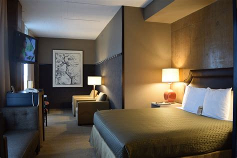 Rooms : Guest Rooms At Proximity Hotel In Greensboro, Nc