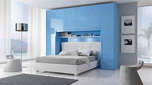 Dressing Autour Du Lit : des placards de rangement autour du lit decomaison pinterest pont de lit lit bleu et ponts ~ Melissatoandfro.com Idées de Décoration