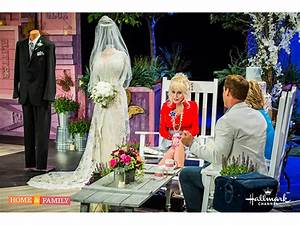 dolly parton on her iconic wigs 39my husband always says i With dolly parton wedding dress