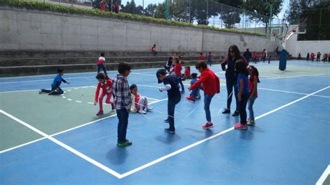 Los juegos tradicionales son aquellas manifestaciones lúdicas o juegos que por lo general se transmiten de generación en generación; No hay fiestas de Quito sin juegos tradicionales - Liceo José Ortega y Gasset