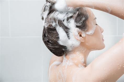 Shampoos May Cause Hair Thinning - NewBeauty