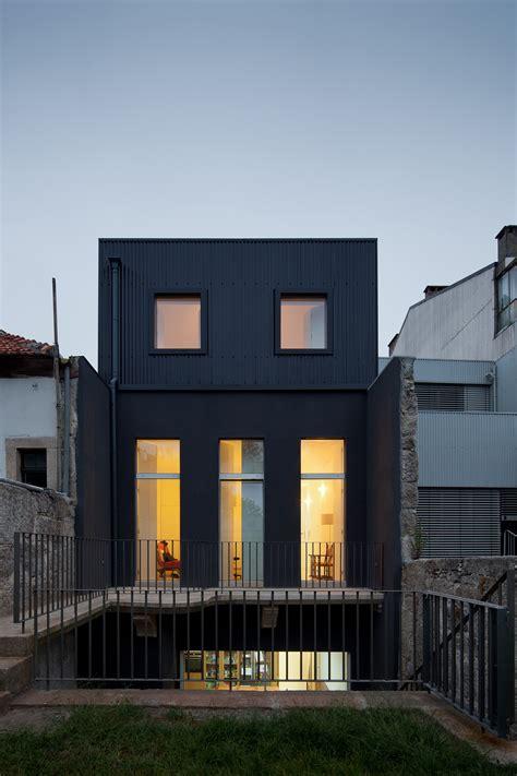 casa gate pedro oliveira archdaily
