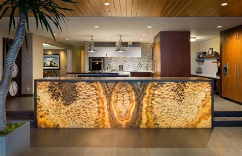 marbre de cuisine cuisine en marbre banque cuisine avec armoires en bois et