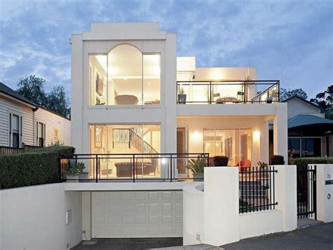 Glass Modern House Exterior Balcony Hedging Facade
