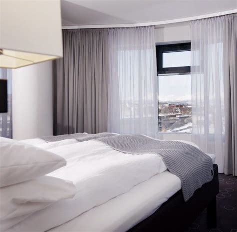 Hotel Draperies by Small Apartment Ideas Creating A Hotel Style Bedroom