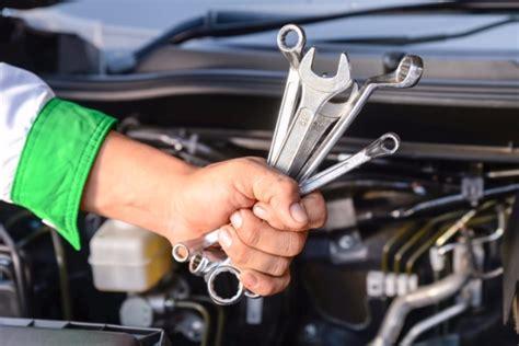 Careers In Diesel Mechanics by 8 Secret Things Best Diesel Mechanics Do Every Day