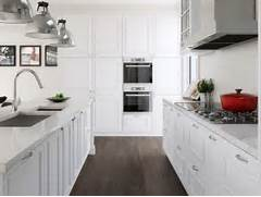 Kitchen Floor Coverings Ideas The Best Kitchen Flooring Options For 2013 Kitchen To Bring Out A Sophisticated Look With These Kitchen Flooring Kitchen Flooring Options Tile Ideas 2015 Best Tile For Kitchen Floor