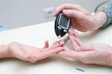bleeding gums   early sign  diabetes  study