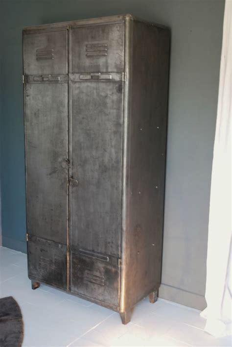 vestiaire metallique ancien bande transporteuse caoutchouc