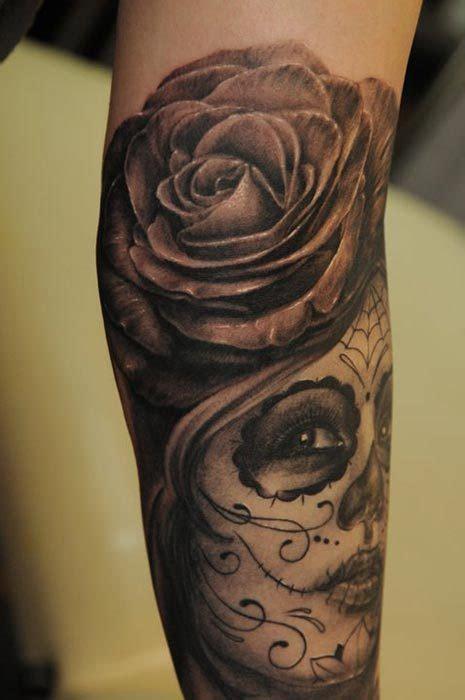 tatouages tatouage bras rose homme  voir sur