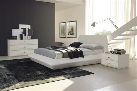 Diamante Contemporary White Leather Platform Bed Made In Italy