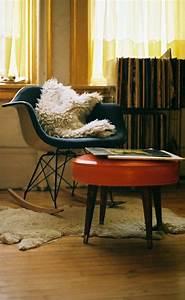 Petite Chaise En Plastique : la chaise plastique un meuble moderne pour la maison ~ Teatrodelosmanantiales.com Idées de Décoration