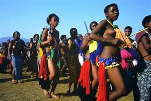 Zulu girls attend Umhlanga, the annual Reed Dance festival ...