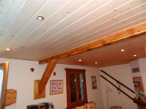 pose d un lambris pvc au plafond murs et plafonds en bois r 233 nov cr 233 ation