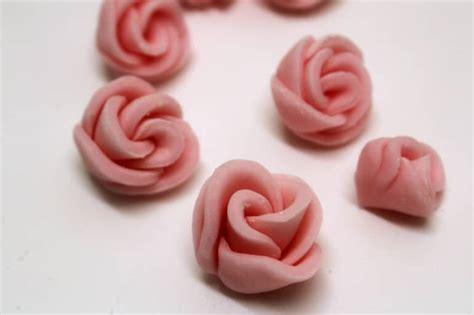 decorazioni torte pasta di zucchero fiori facili in pasta di zucchero italian cakes fiori in