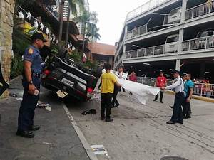 Accident Parking Sans Tiers Identifié : break suv falls from elevated parking space in san juan inquirer news ~ Medecine-chirurgie-esthetiques.com Avis de Voitures