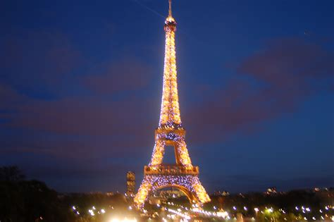 eiffel tower lights the best bistros and restaurants in the 7th