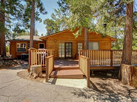 big cabins pet friendly homey friendly cabin w large deck homeaway pine