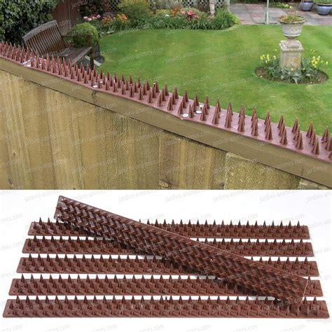 barriere anti pigeons inoffensive  de long en plastique
