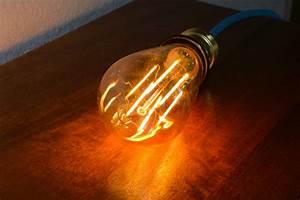 Lampe Ampoule Filament : cr er une lampe vintage avec une ampoule led filament et un c ble lectrique tissu blog ~ Teatrodelosmanantiales.com Idées de Décoration