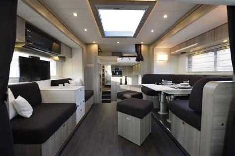 cing car de luxe a l interieur