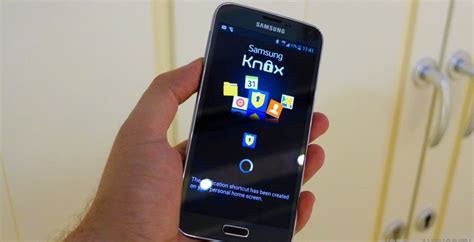 samsung highlights differences  knox  android