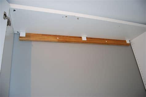 comment accrocher un meuble de cuisine au mur lit escamotable ikea diy avec une armoire pax bidouilles