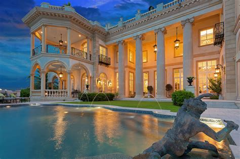 stunning  square foot waterfront mansion  sarasota