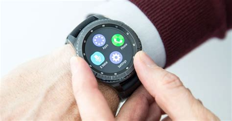 smartwatches that work with iphone samsung gear smartwatches now work with your iphone