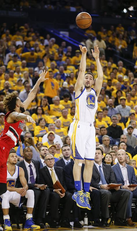 warriors klay thompson takes textbook jumper   point