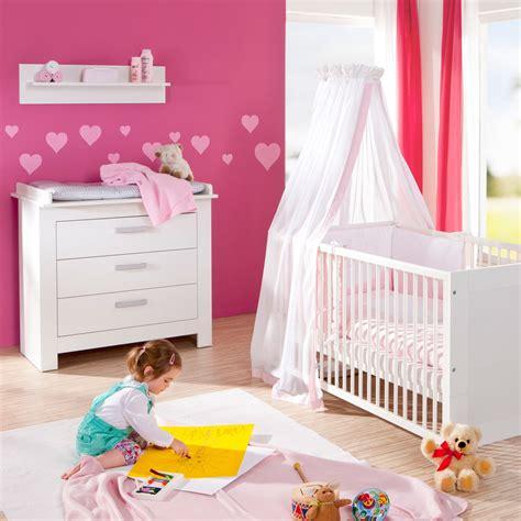 liste chambre bébé chambre bébé duo marléne lit et commode blanche de geuther