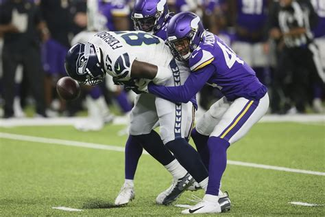 analysis projecting  seahawks  man roster