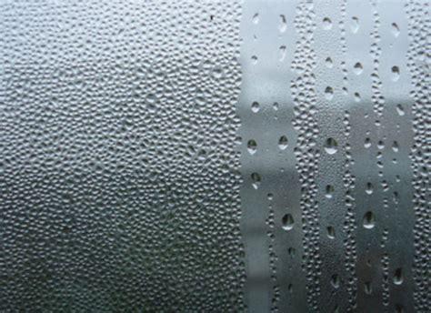 Почему в квартире потеют пластиковые окна изнутри причины и их устранение