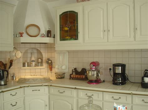cuisine repeinte cuisine rustique repeinte awesome meuble de cuisine