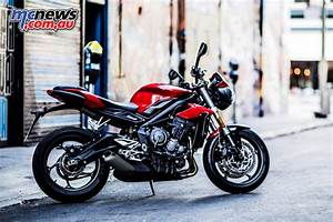 Street Triple 2017 : triumph reveal 2017 street triple line up 765cc ~ Maxctalentgroup.com Avis de Voitures